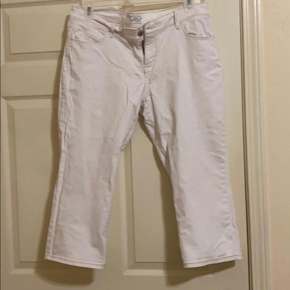 Light beige Capri jeans